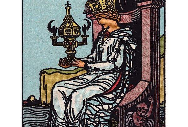 Queen of cups Rider Waite tarot