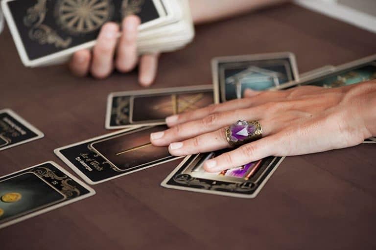 Making a Personal Connection with Your Tarot Cards