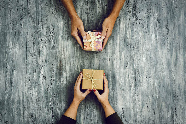 Zodiac Signs Ranked From the Most Generous to the Least