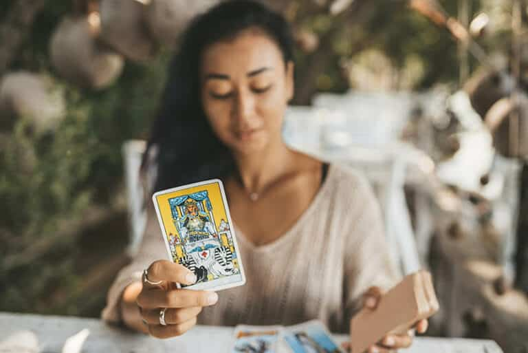How to Build a Story When Reading Tarot Cards